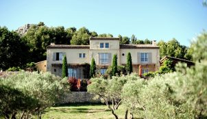 A Villa Immersed in the Provencal Countryside.